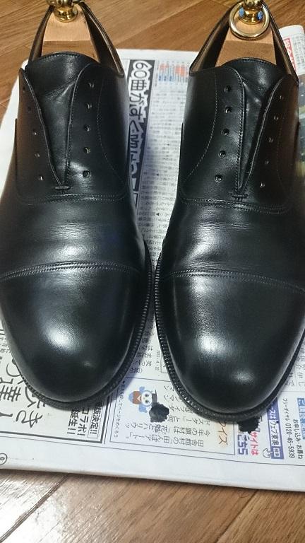 靴磨きをした後の靴
